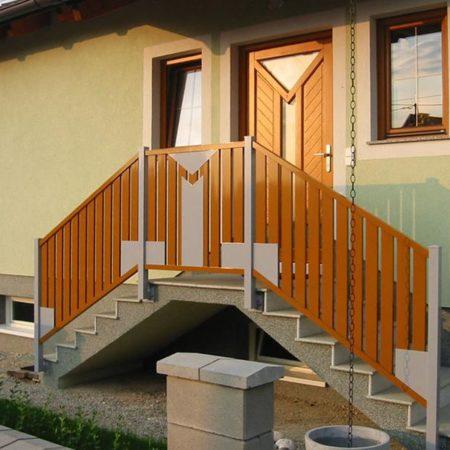 Dekor in Tür und Geländer