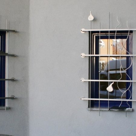 Gitter im Stil des Hauses