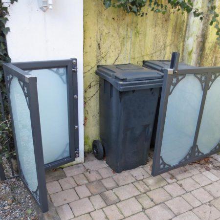 Mülleinhausung aus Glas