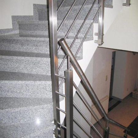 Geländer entlang des Stiegenverlaufs