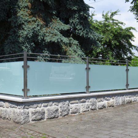 Edelstahl und Glas