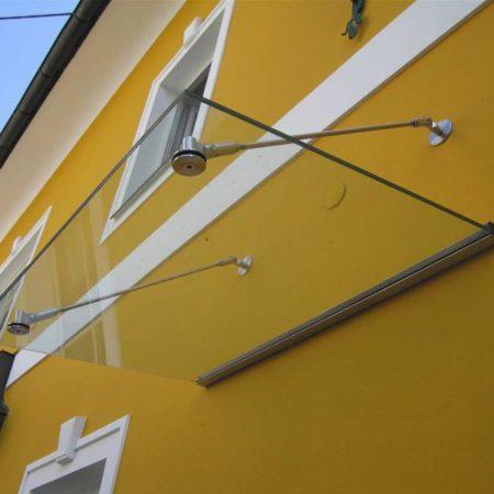 Abhängung von Glasdächern