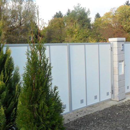 Sichtschutz aus Aluminiumpaneelen