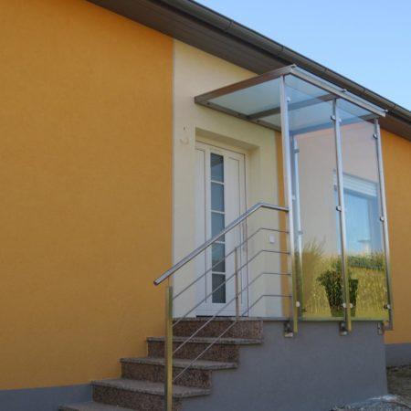 Überdachung mit Windschutz aus Klarglas
